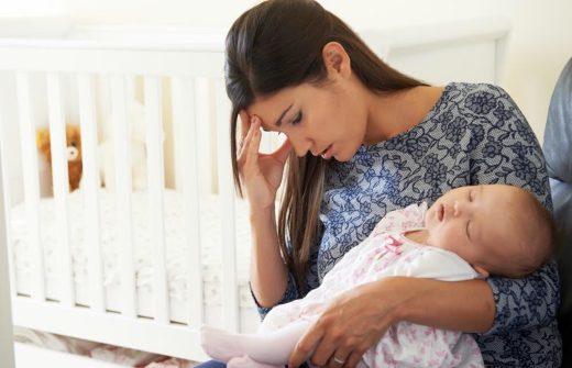 産後うつに陥っている母親と赤ちゃん