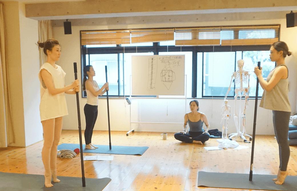 佐久間涼子先生のもと行われるTHEBASICの練習