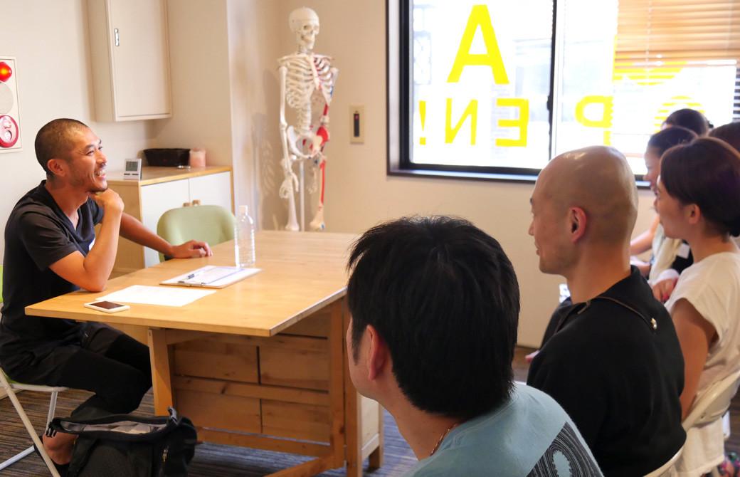 佐藤ゴウ先生が人間力の講座での授業風景