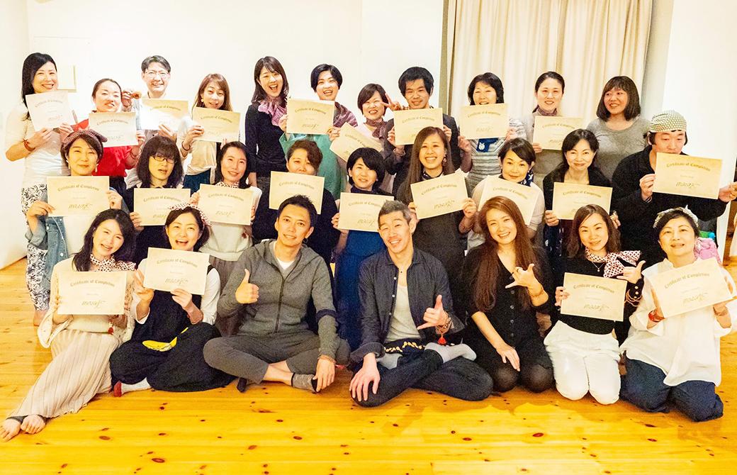 RYT200ヨガ指導者養成講座東京21期の集合写真