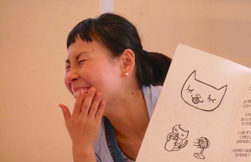 にっこり笑っている片岡まり子先生