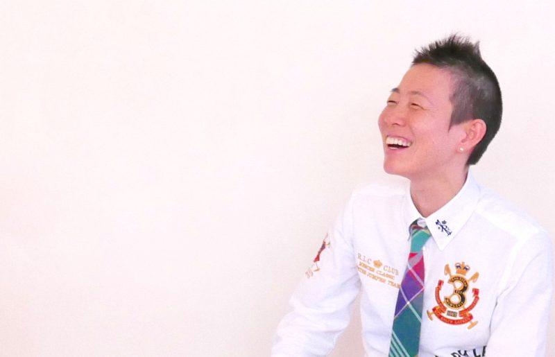 満面の笑顔でお話している高尾美穂先生