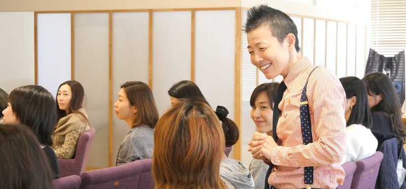 笑顔で語る高尾先生