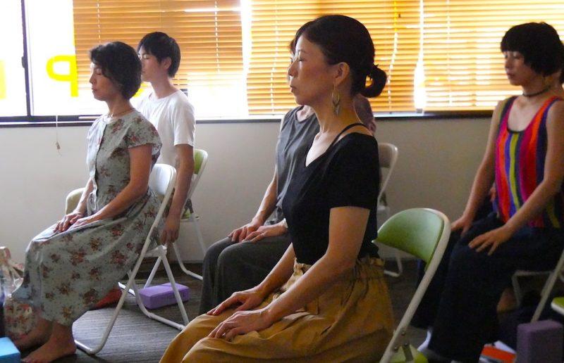ハート・オブ・ヨガ指導者養成講座無料説明会でのミニセッションの様子