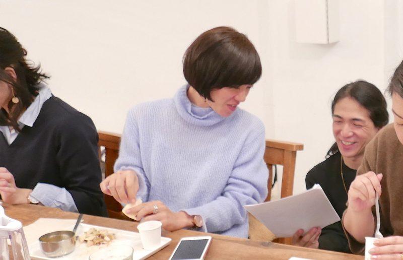和也先生が生徒さんへ個別に断食中についてアドバイスしている