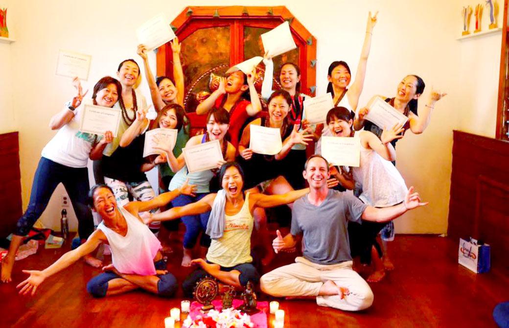 RYT200取得プログラムサンガワイの集合写真
