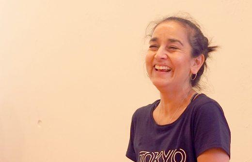 笑顔で生徒さんに講義を行うキャシールイーズ先生