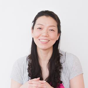 川原朋子先生の笑顔の写真