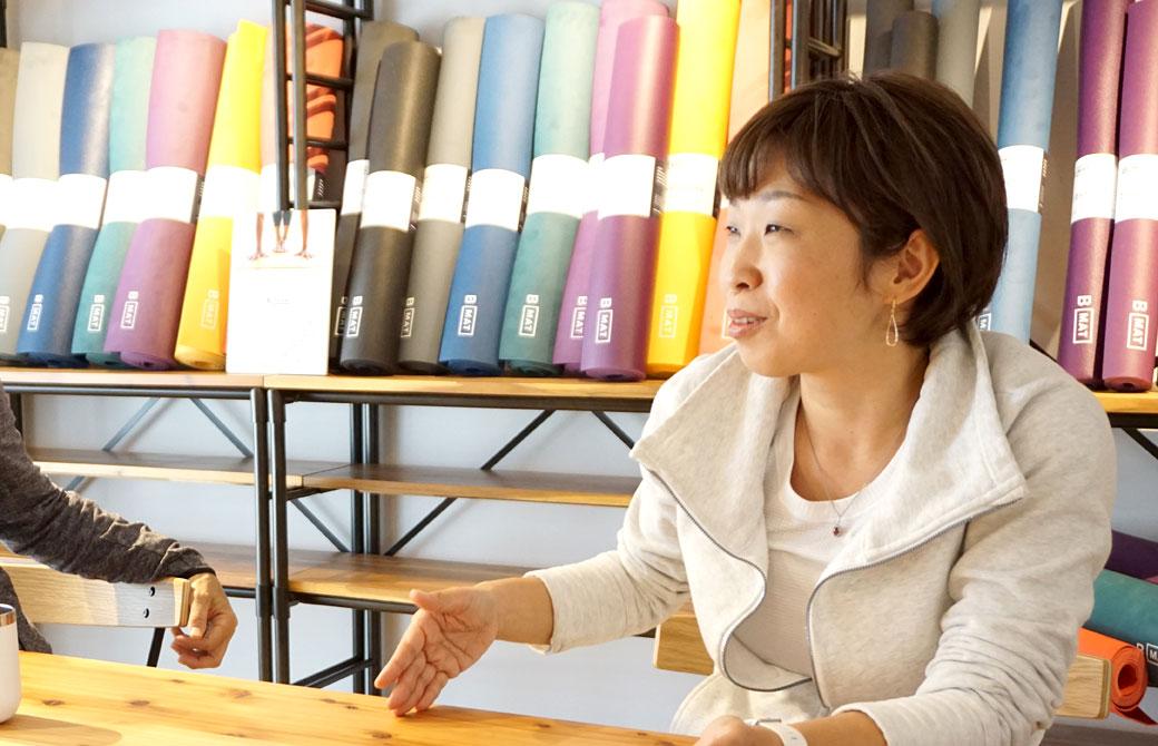 圧縮と拡散についてお話をしてくれているさかたのりこ先生と内田かつのり先生