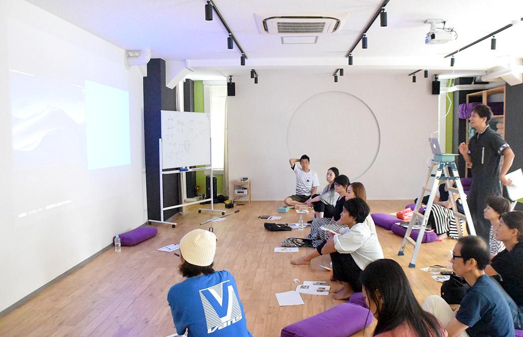 ヨガ動画講座の講座風景