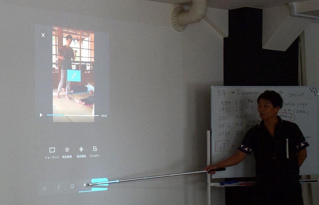 動画アプリクイックの使い方を教えている南周平先生