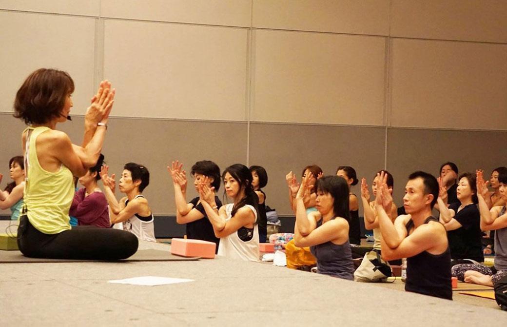 たくさんの生徒さんを指導する峯岸道子先生