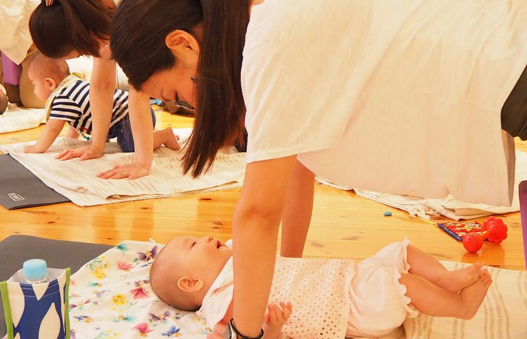 模擬クラスで赤ちゃんとコミュニケーションをとる様子♪