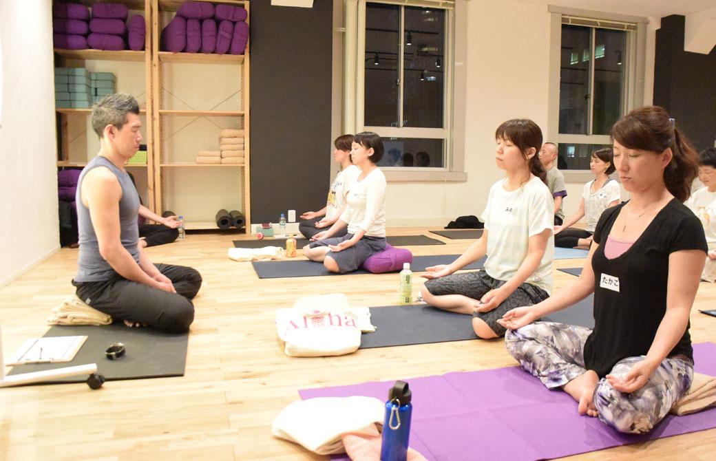 中島正明先生が瞑想をしている様子