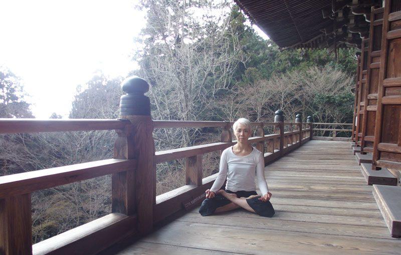 中井先生お寺で座位