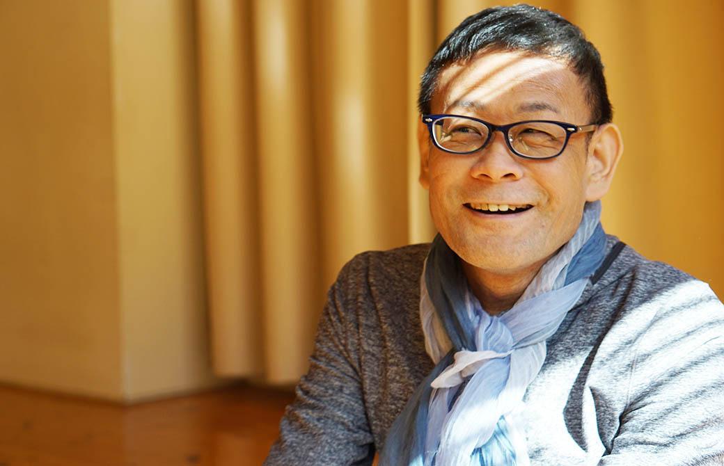 ヨガ解剖学講師内田かつのり先生の笑顔