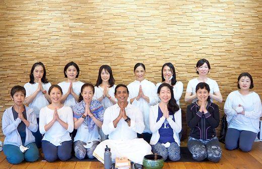 クリシュナ・グルジ先生による瞑想コース集合写真