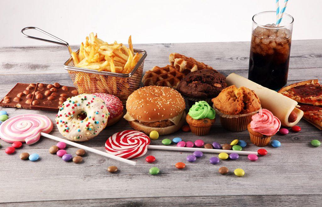 甘いものやジャンクなものって美味しいですよね…。